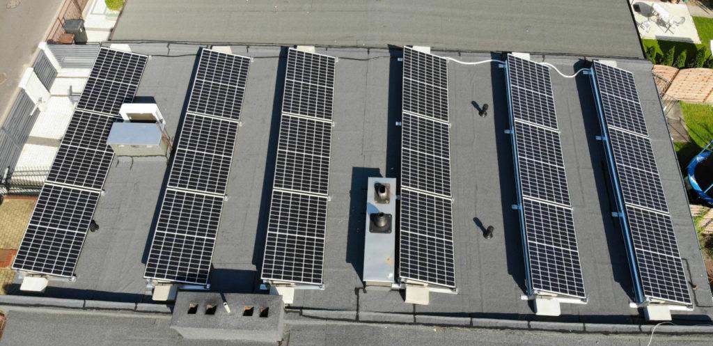 Instalacja fotowoltaiczna na dachu płaskim